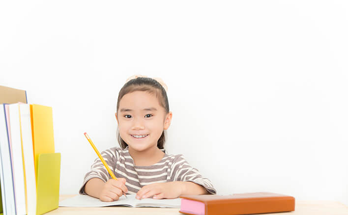 低学年の家庭学習の目的は、机 ...